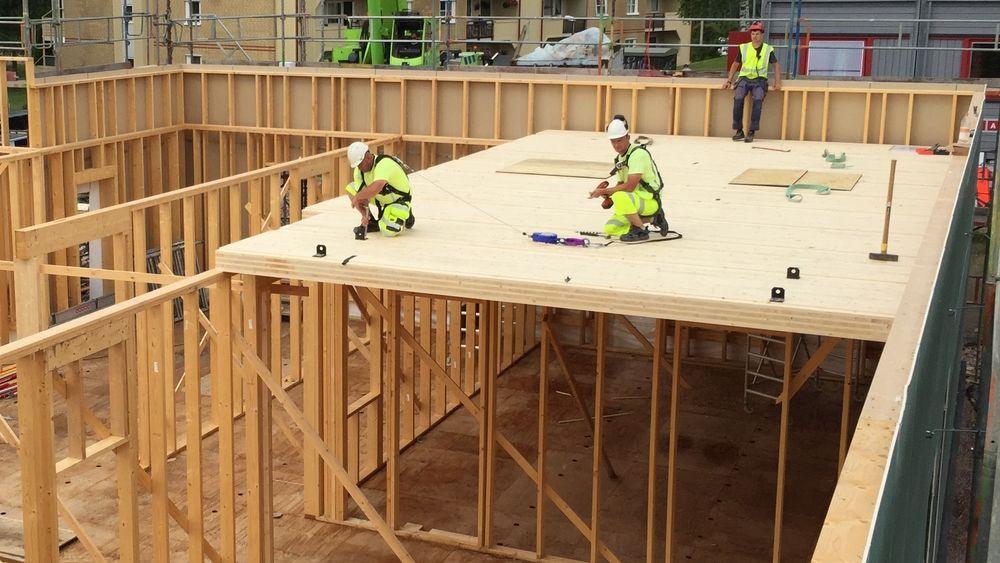 Kistefoss barnehage bygges i massivtre. Elementer leveres som  skreddersydd veggkonstruksjon som monteres på byggeplass. Det tilsvarende gjelder for gulvkonstruksjoner.