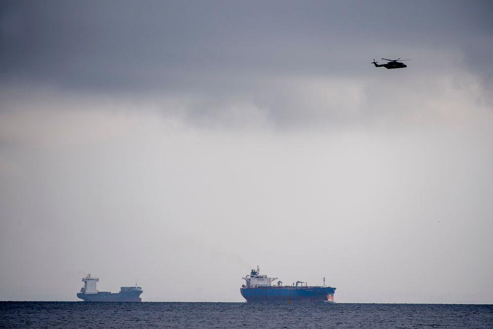 Fredag morgen søkte to redningshelikoptere og tre skip fra Forsvaret etter den private ubåten UC3 Nautilus som er bygget av Peter Madsen.