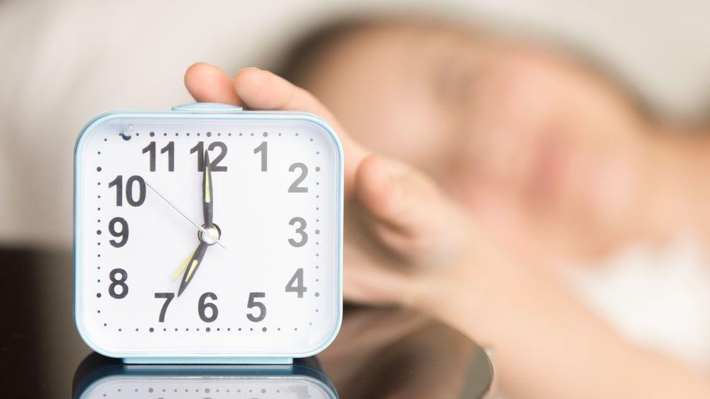 Fra å stille deg selv et enkelt spørsmål til en times trening - morgenritualer kan gi momentum for å få en mer produktiv dag.
