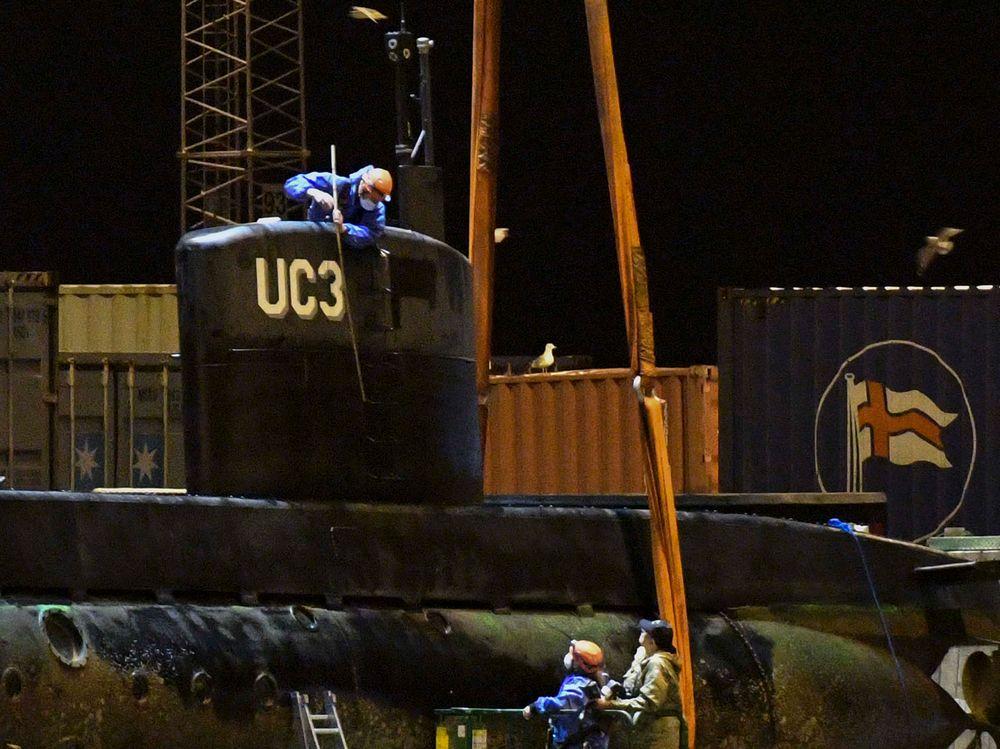 Kriminalteknikere har undersøkt ubåten UC3 Nautilus etter at den ble hevet utenfor Dragør og fraktet til Frihavnen i København natt til søndag.