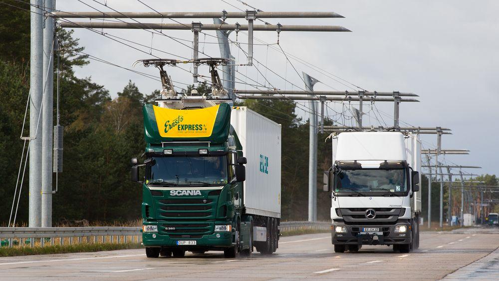 Siemens' eHighway-system gjør det mulig å gi fremdrift og batterilading til hydride lastebiler.