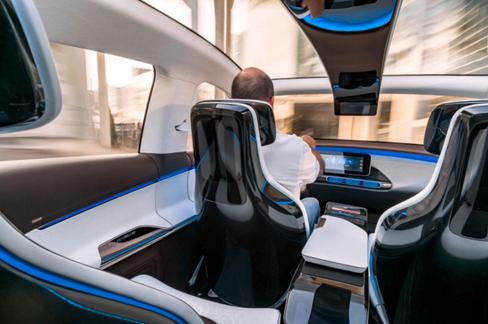 Konseptinteriøret til Mercedes er ytterst glossy. Fire seter blir sannsynligvis til fem i produksjonsutgaven.