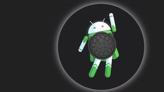 Android 8.0 Oreo-figuren i solformørkelsesmodus.
