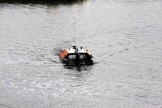 Otteren er 1,8 meter lang, 91 centimeter bred og veier 60 kilo. Miniversjon av den store ubemannete overflatefartøyet Mariner, som er på 1,7 tonn. Otter ble utviklet som en enklere versjon av Mariner. Den kan tas med på fly til oppdrag under fjerne himmelstrøk.