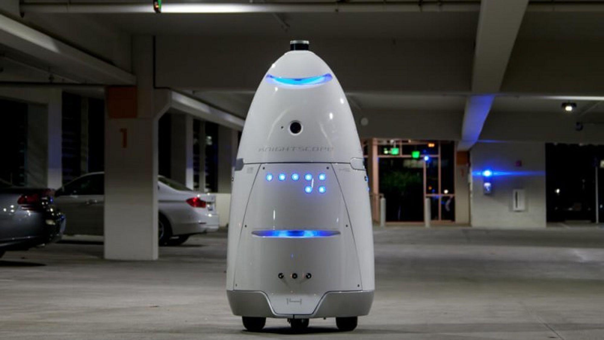 En Knightscope K5-robot av den samme typen som i sommer gikk seg vill og havnet i en fontene på et kjøpesenter. Se bildet av den uheldige roboten nede i artikkelen.(Foto: Knightscope)