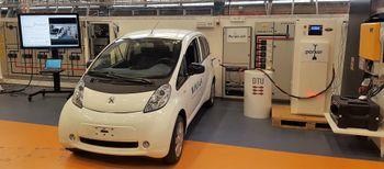 Fra en demonstrasjon hvor en Peugeot Ion er tilkoblet V2G-utstyr.