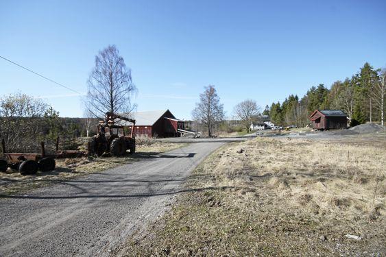 HER SKAL DET BYGGES: Beredskapssenteret skal bygges her på Taraldrud gård.