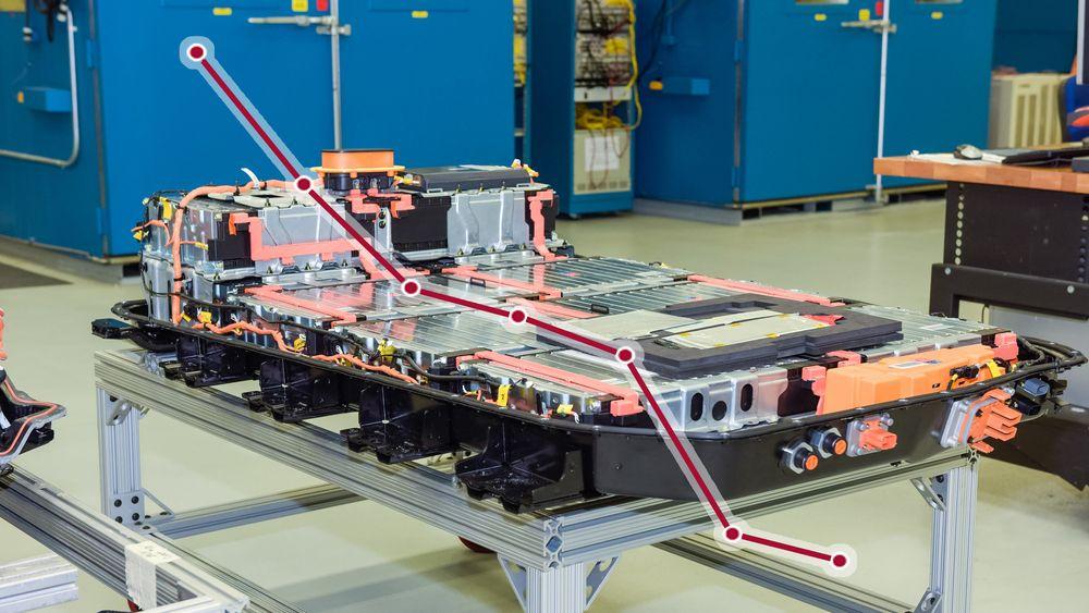 Batteriprisen har sunket drastisk de siste årene. Utviklingen kan føre til mer stabile strømnett i utviklingsland. Her er batteriet til Opel Ampera-E, som har en energikapasitet på 60 kWh. Pakka består av 288 celler fordelt på 5x2 moduler og veier cirka 430 kilo.