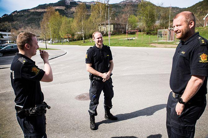 Tre musketerer: Politibetjent Vegard Dale, praksistudent (nå B3) Lars Kristian Reknes og politibetjent Eirik Krossen fikk tre rumenske minibankranere i fanget. Pågripelsen og etterforskningen vakte internasjonal oppsikt. - En utrolig morsom sak å jobbe med, sier de tre.