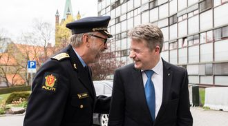 Fornøyde: Politimester Hans Sverre Sjøvold og justis- og beredskapsminister Per-Willy Amundsen.
