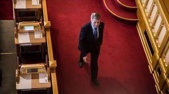 POLITIREFORM: Justis- og beredskapsminister Per-Willy Amundsen måtte svare på flere spørsmål fra Senterpartiet om politireformen i Stortinget onsdag.