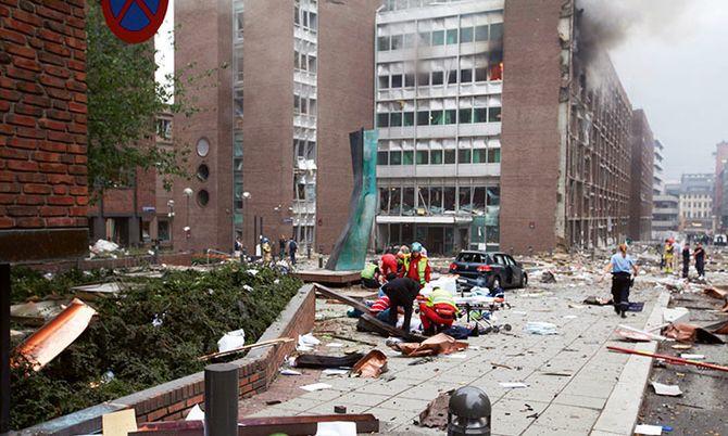 Området rundt regjeringskvartalet etter at bomben gikk av 22. juli 2011.
