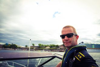 STYRKET: Politioverbetjent og fagansvarlig i sjøtjenesten i Oslo, Eigil Haugen er svært fornøyd med sjøtjenesten i nye Oslo politidistrikt denne sommeren.