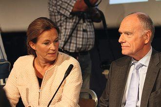 RAPPORTEN: Alexandra Gjørv og Ragnar Auglend, henholdsvis leder og medlem av 22.juli-kommisjonen, under framleggingen i august 2012. ARKIVFOTO