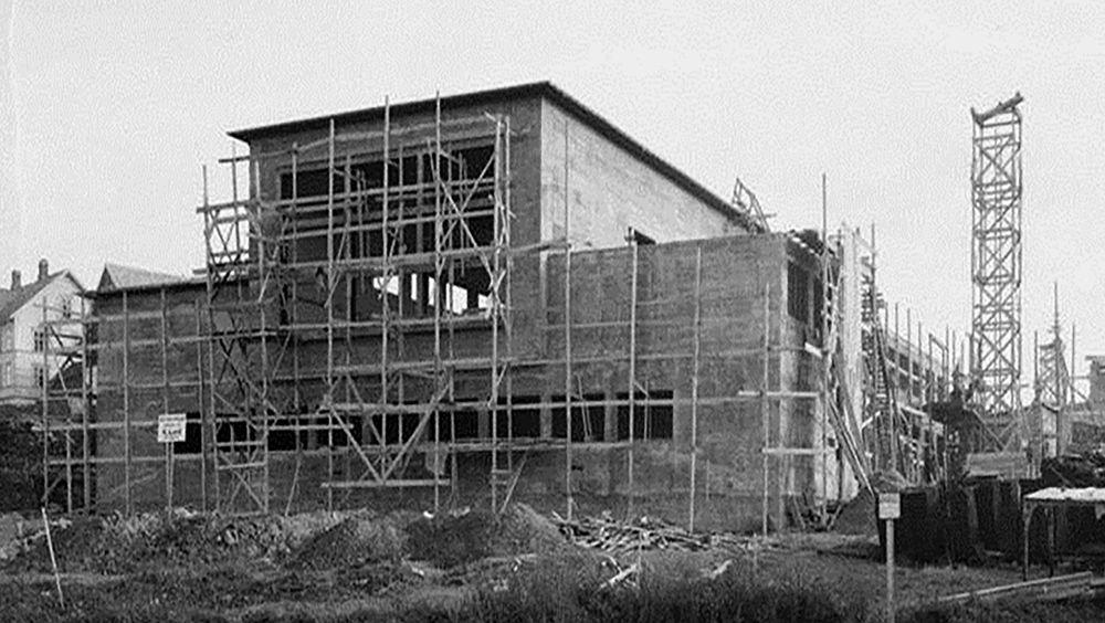 Slepetanken ble påbegynt på slutten av 1930-tallet og offisielt åpnet 1. september 1939. Den er 260 meter lang og 10,5 meter  bred og har vært viktig for å bygge opp norsk hydrodynamikkompetanse.