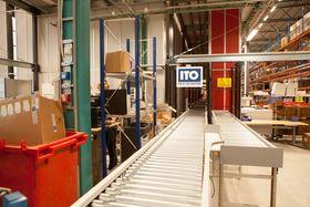 Elektroskandia har investert i pakkestasjoner og transport baner fra ITO integrert med AutoStore.