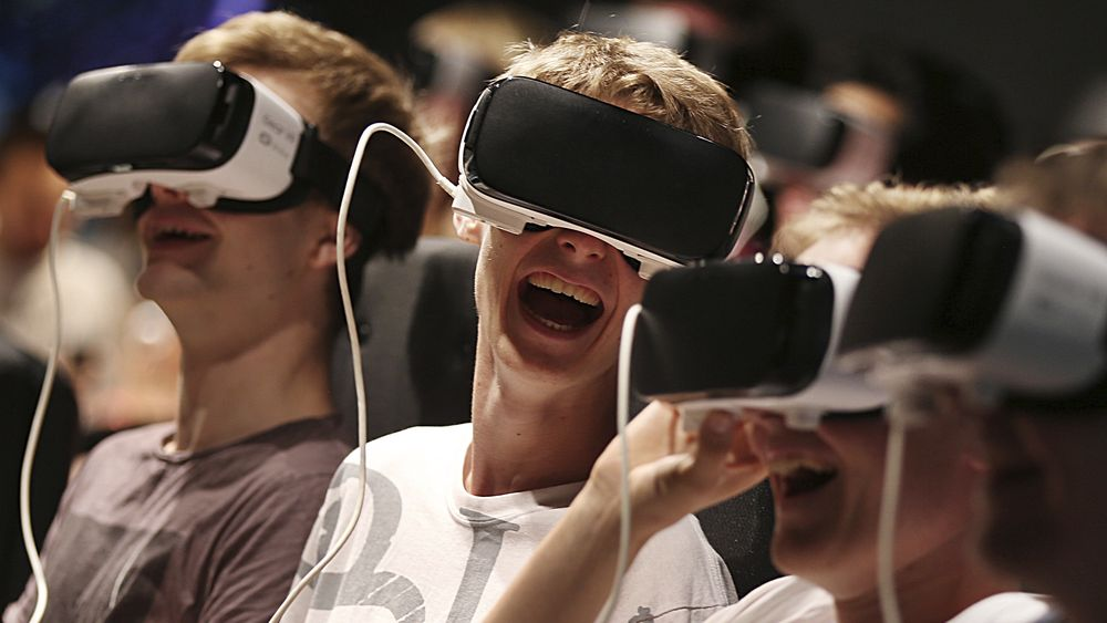Spillere som deltok på Gamescom-messen 17. august i Cologne, Tyskland, med VR-briller. Kombinasjonen av presisjon og passende selvtillit gjør at dataspillerne på papiret ser ut til å være den best egnede gruppen til å fly droner, siden de oftest tar de beste avgjørelsene, konkluderer en ny undersøkelse.