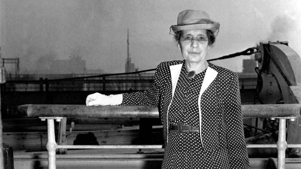 Fysiker Lise Meitner på Queen Mary på vei til Southampton fra New York 9. juli 1946.