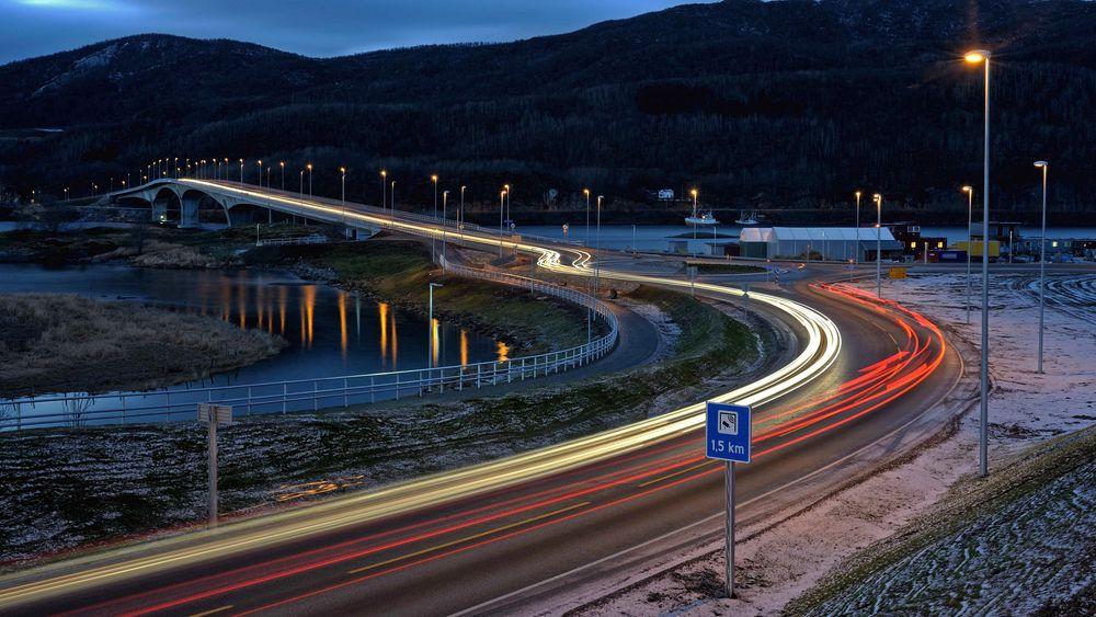 Entreprenøren beskylder Statens vegvesen for å ha feilprosjektert Tverlandsbrua i Nordland, slik at den ble langt dyrere å bygge.