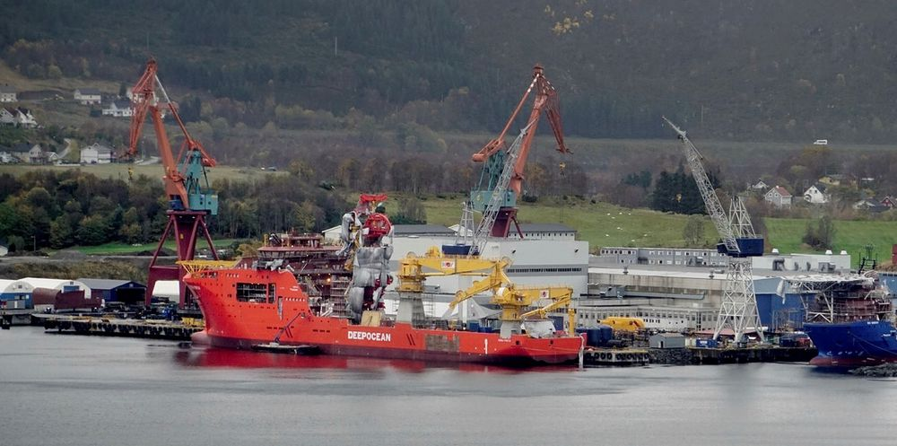 Hurtigruten investerer i Kleven verft - unngår konkurs