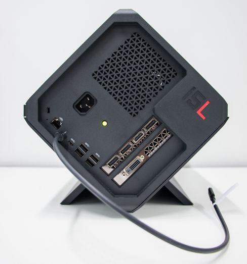 Omen Accelerator fungerer også som en «hub» med tilkoblingsporter for tastatur, mus, nettverk og skjerm. Og en hardisk på innsiden, da.
