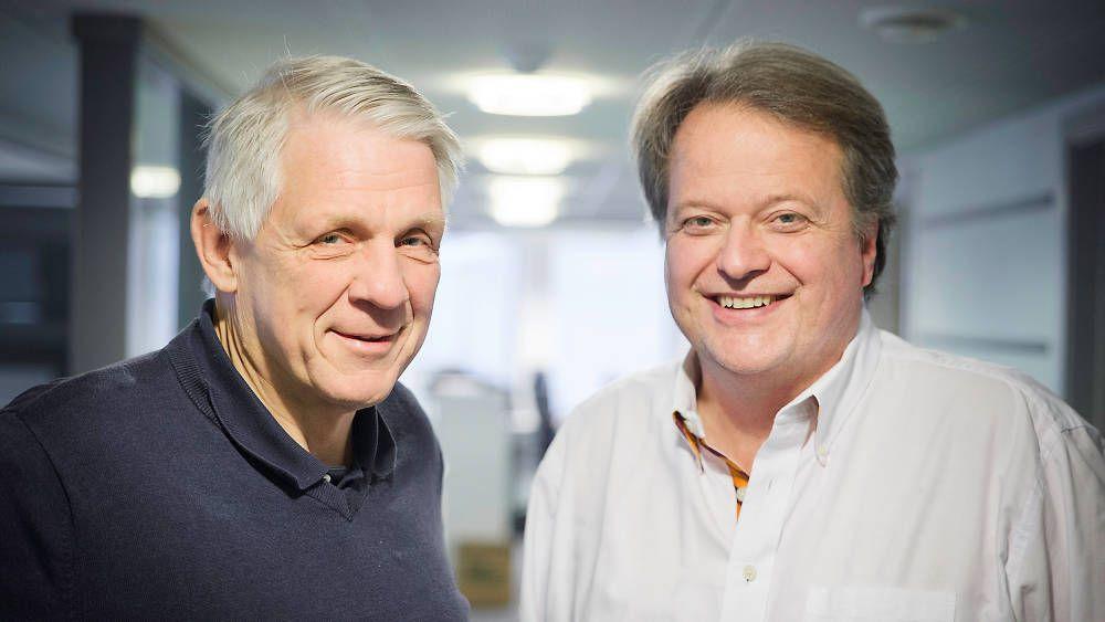 Journalist Odd Richard Valmot (t.v.) og administrerende direktør og ansvarlig redaktør i TU Media, Jan Moberg, tar podcasten sin til scenen.