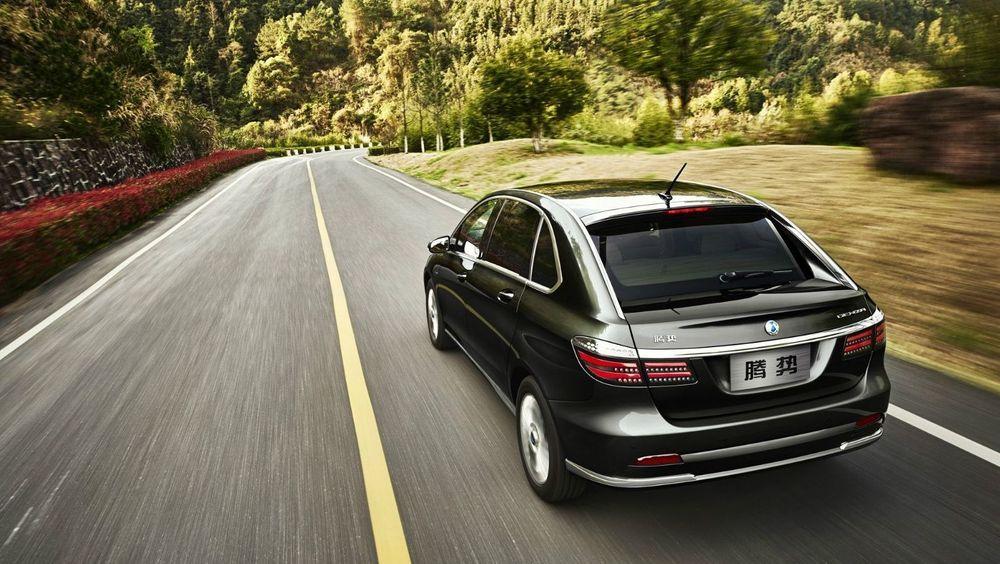 Daimlers kinesiske foretak Denza selger en Mercedes B-klasse-basert bil med 62 kilowattimers batteri i Kina.