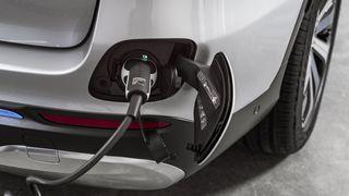 Avviser krav om å lage elbiler, vil beholde diesel, og ønsker ikke at Norge skal brukes som forbilde