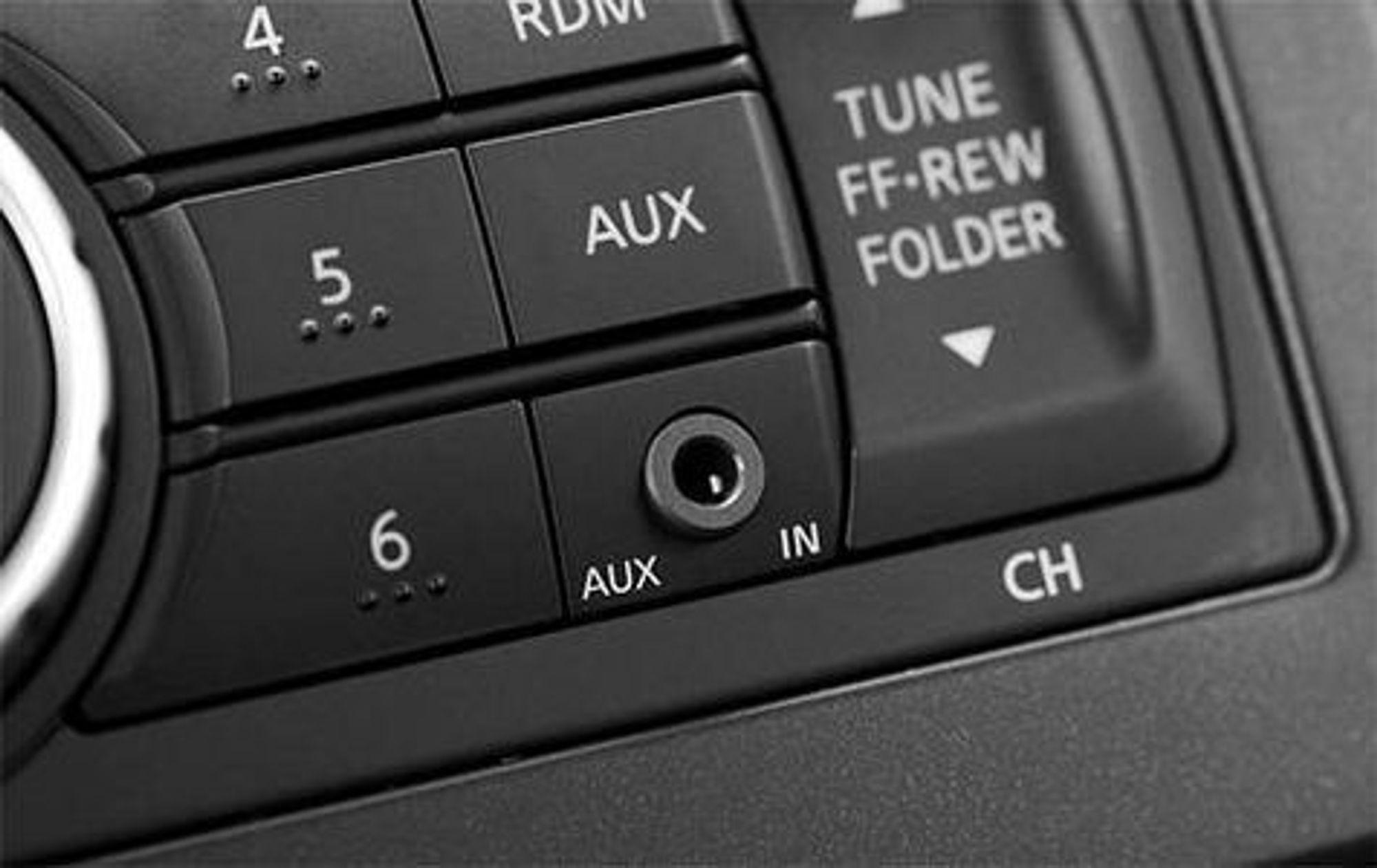 Sjekk radioen din og se etter det lille hodetelefon-hullet.