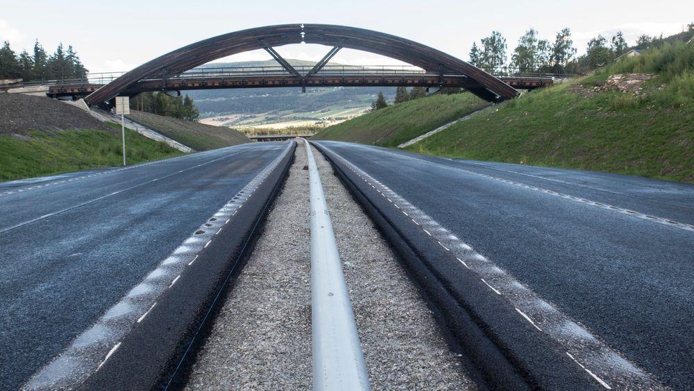 Samferdselsdepartementet har bestemt at tre planlagte veiprosjekter skal bygges med offentlig-privat-samarbeid.