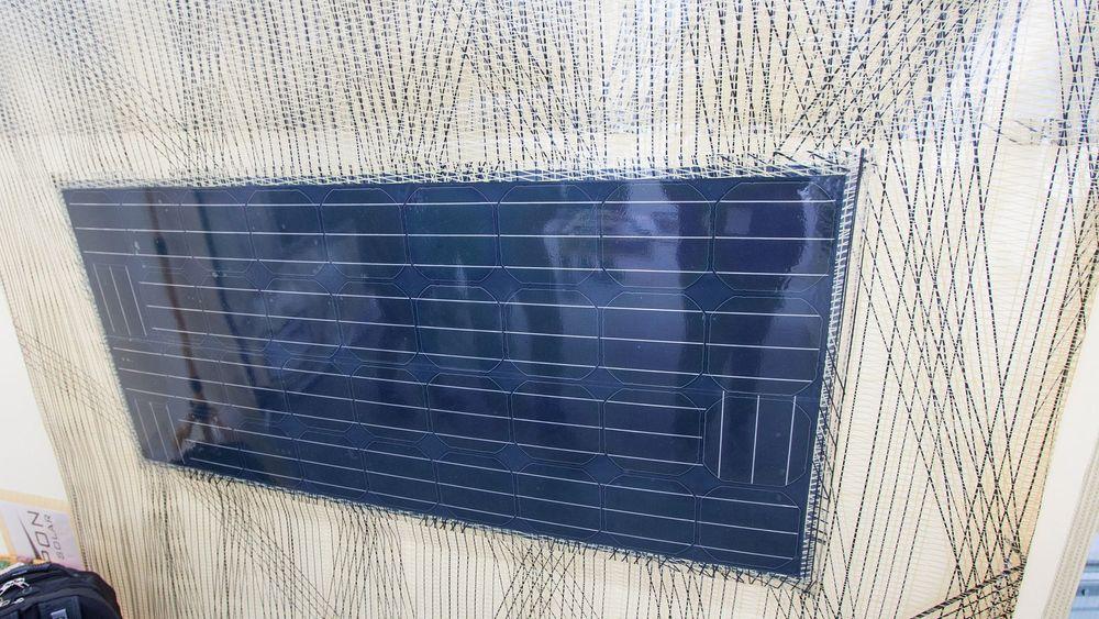 Tarpon Solar har laget flere prototyper med tynnfilmsolceller integrert. Denne ble vist frem under Cutting Edge-festivalen i Oslo.