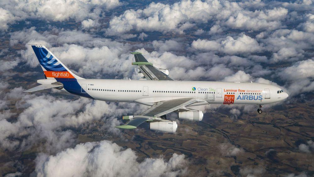 Yttervingene på dette A340-300-flyet har nye laminærstrømvinger.