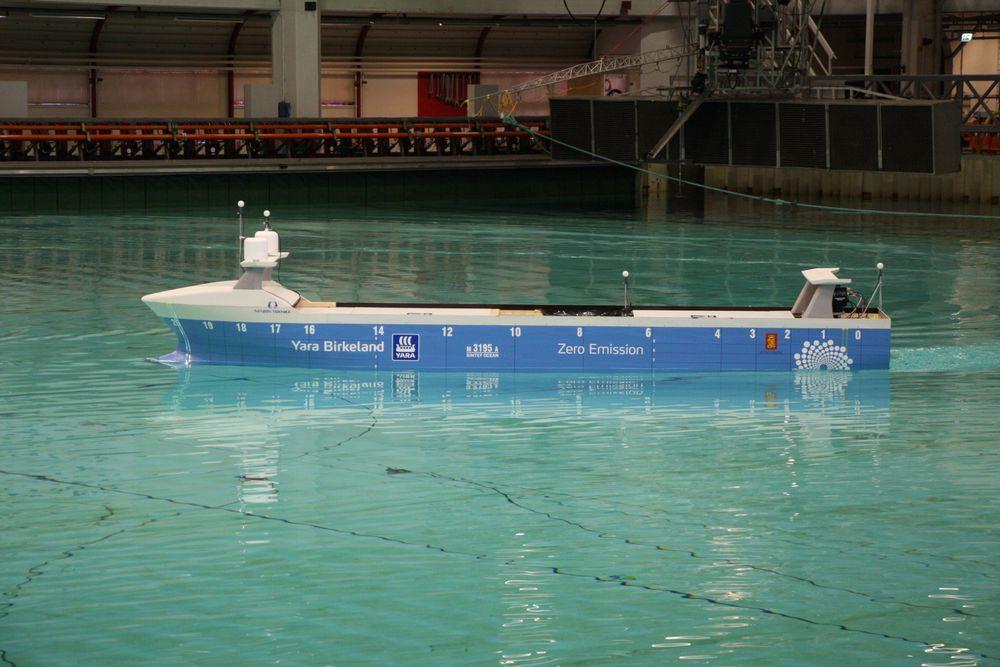 Sintef Ocean og laboratoriene i Trondheim spiller en viktig rolle i maritim utvikling for Norge. Her fra modelltesting av Yara Birkeland i havbassenget.