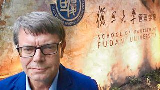 Han har undervist kinesiske ingeniører i business i 20 år. Nå er studiet på listen over de beste i hele verden