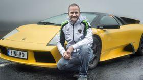 TIDLEG UTE: Johannes Einemo er svak for italienske fartsvidunder – og særeigne bilskilt.