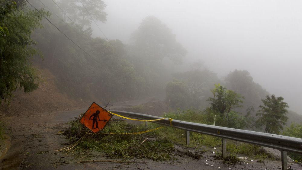 Den tropiske stormen Nate har allerede ført til ødeleggelser og dødsfall i Sentral-Amerika, her ved utkanten av San José i Costa Rica.