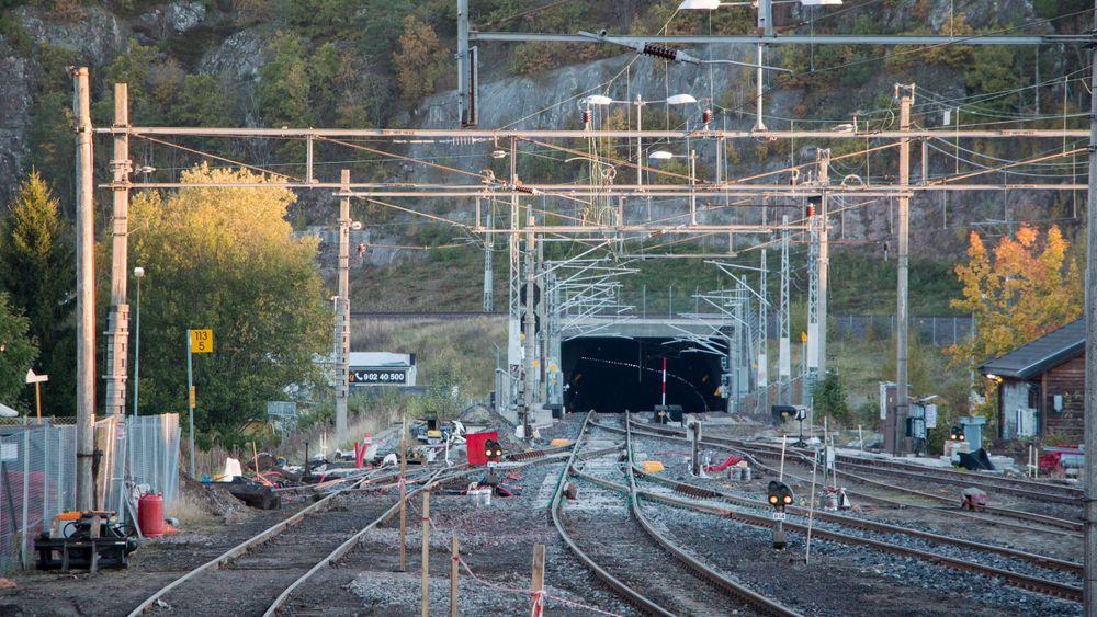 Like utenfor tunnelen lå de to sporvekslene som ble fjernet i helgen.