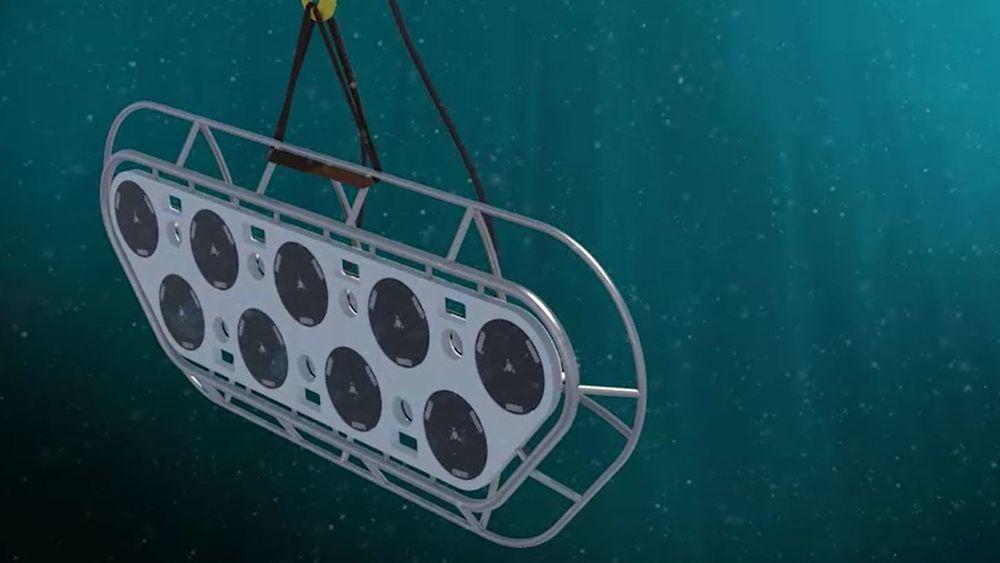 Oppfinner Trond Sivertsen mener konkurrenten har kopiert oppfinnelsen hans til å vaske oppdrettsanlegg og krever alle maskinene ødelagt.