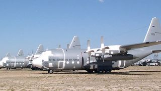 Norske Hercules-fly har stått lagret og til salgs i USA i ni år. Nå kan de endelig bli solgt