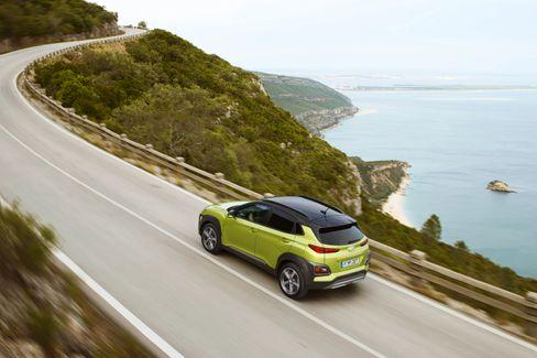 Hyundai Kona skal også være tilgjengelig i Norge i løpet av første halvår, men her teller interessentlista allerede mange tusen, så det er vel tvilsomt at alle får bil i 2018.