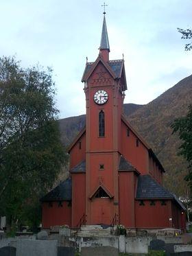 FLOTT JUBILANT: Årdal kyrkje er 150 år.
