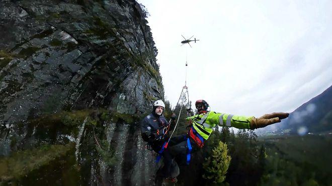 Bli med på innsiden: Slik trener luftambulansen på redningsoppdrag
