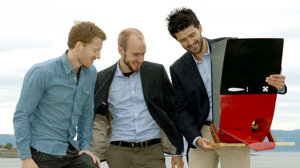 Wavefoil og Eirik  Bøckmann (t.v) og Audun Yrke (t.h) har leid inn Sven Kolstø (i midten) fra CoFounder til å jobbe med forretningsutvikling.