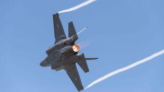 Hemmelige data om F-35 og mengder av andre våpensystemer stjålet fra underleverandør med laber sikkerhet