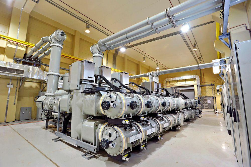 Gassisolert bryter er en del av transformatorstasjoner. Selskapet har utviklet en ny gassmiks, G3, som er langt mer miljøvennlig enn dagens SF6. GE har ikke tatt patent og håper resten av bransjen også vil bruke den.