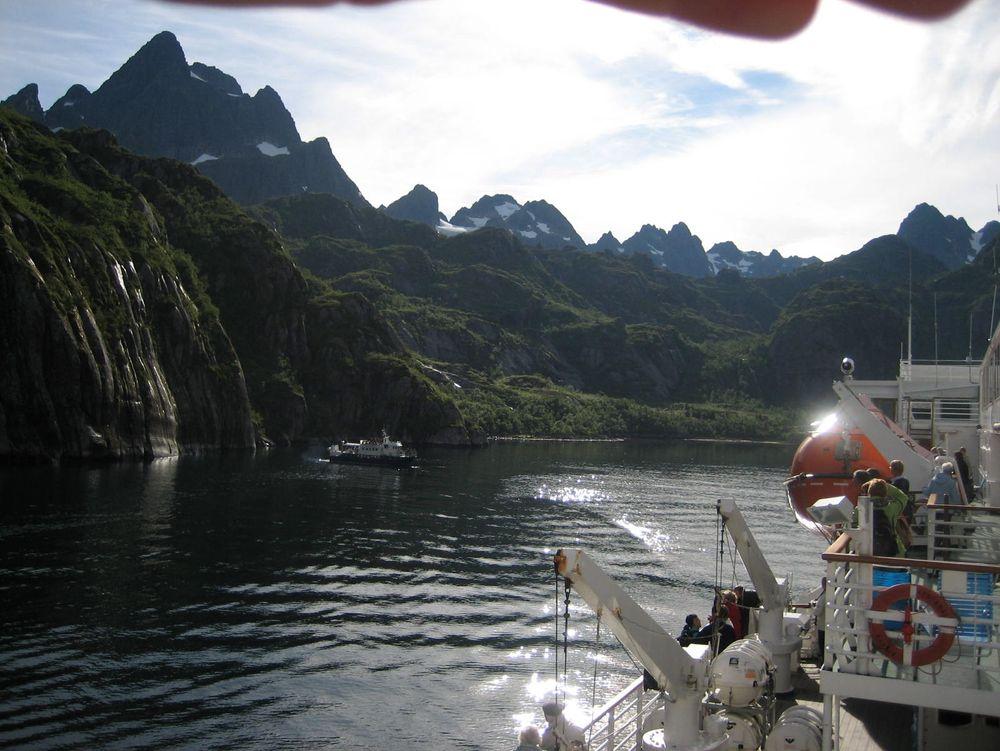 Trollfjorden står ikke på Unescos Verdensarvliste, men er like utsatt for forurensning fra cruiseskip, turistbåter og Hurtigruten.