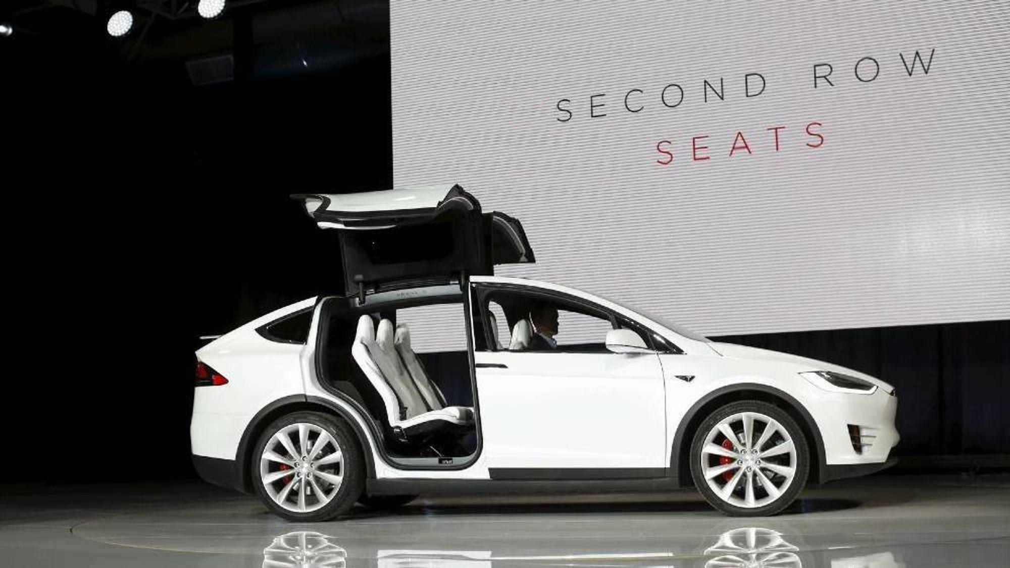 Alle kjøretøy med nedleggbare bakseter laget mellom 28. oktober 2016 og 16. august 2017 blir tilbakekalt, opplyser Tesla.
