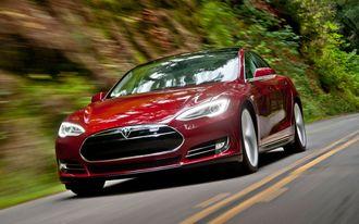 Elbiler som Tesla Model S bidrar til at det samlede utslippet fra den norske bilparken går nedover.
