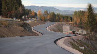 Oppsiktsvekkende funn: Varm asfalt slipper ut partikler lenge etter at veien er lagt