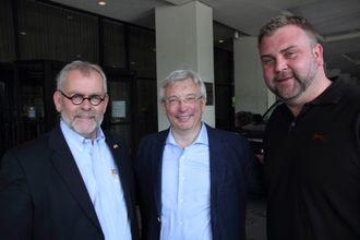 Kommunikasjonsdirektør i Norsk olje og gass, Tommy Hansen (t.h), her sammen med Karl Eirik Schjøtt-Pedersen og Bjørn Vidar Lerøen.